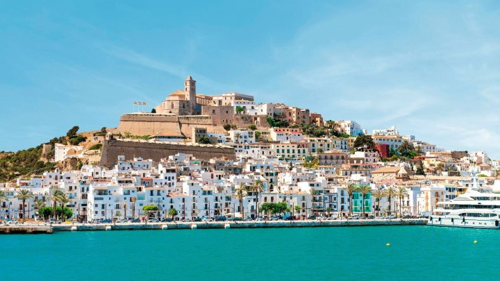 Ibiza, Mallorca y Menorca, las Islas Baleares, experimentan junto a viajeros alemanes y TUI Group con reactivar el turismo ante el COVID-19 | Ibiza, Mallorca and Menorca, the Balearic Islands, will hold a trial with German travelers and TUI Group to test their COVID-19 tourism readiness