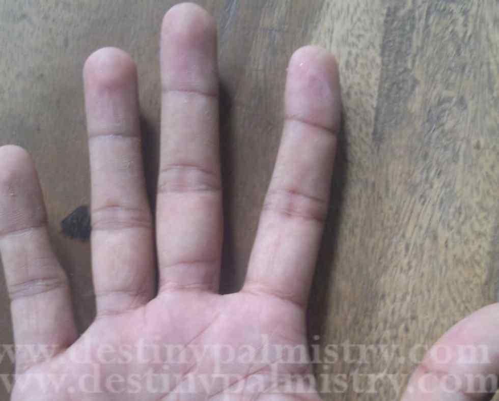curved finger, Crooked finger of Jupiter, bent index finger, meaning of bent index fingertip