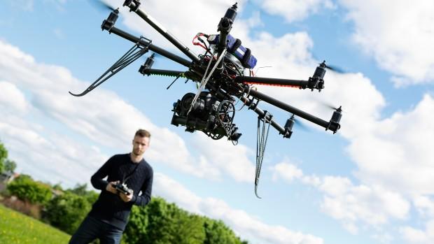3033437-slide-1280-drone-photographer-5-dream-jobs-shutterstock155140010
