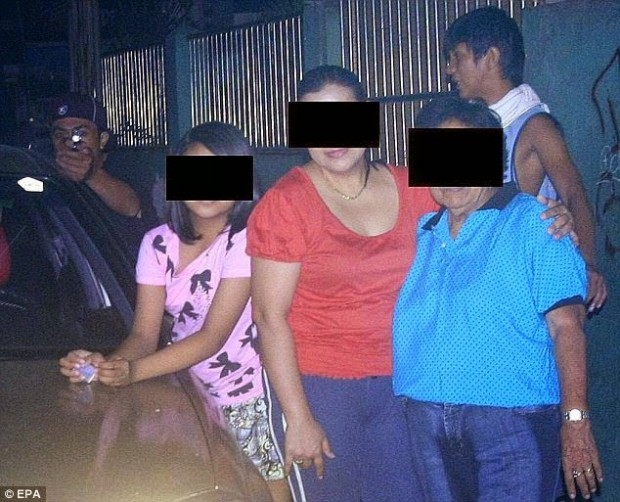 A-Filipino-politician-took-this-photo-of-his-family-moments-before-being-assassinated