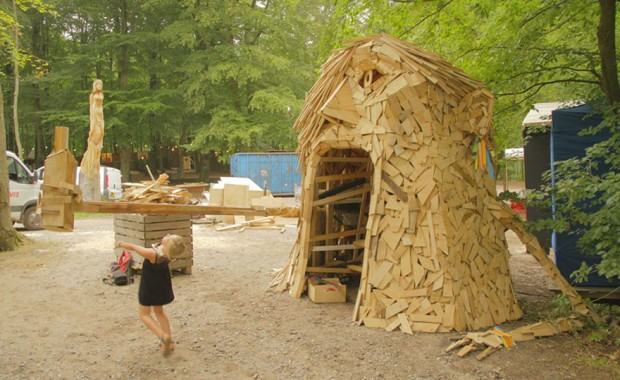 I-create-giant-sculptures-from-scrap-wood-2__880