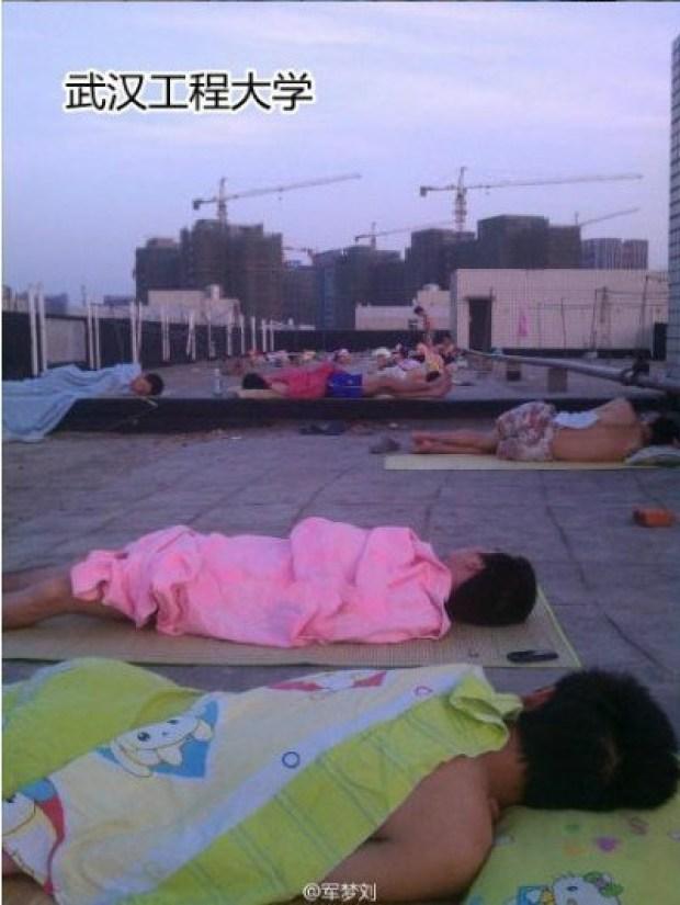 dormir-tejado-universidad