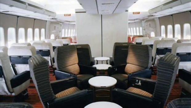 Στο-εσωτερικό-ενός-αεροπλάνου-το-1970-06