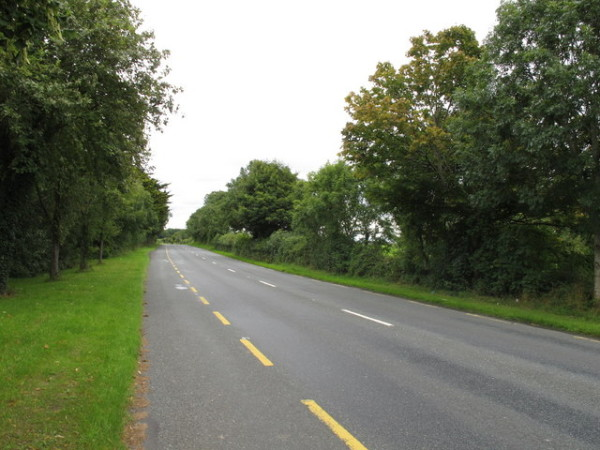 R526_road_with_broken_yellow_line_--600x450