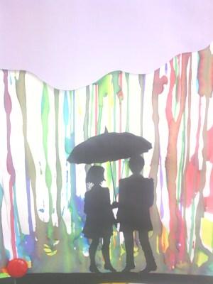 silhouettes sous parapluie 2