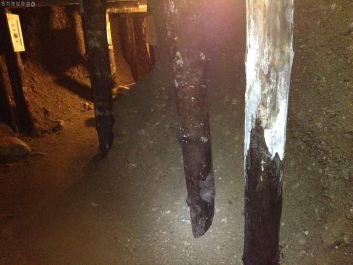 Photo à l'intérieur du tunnel découvert sous le site des pyramides de Bosnie