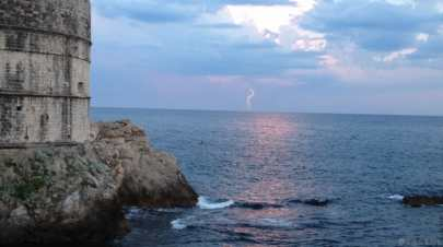 Un éclair sur l'eau à Dubrovnik