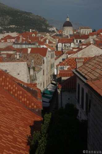 L'artère principale de la ville, vue des remparts.