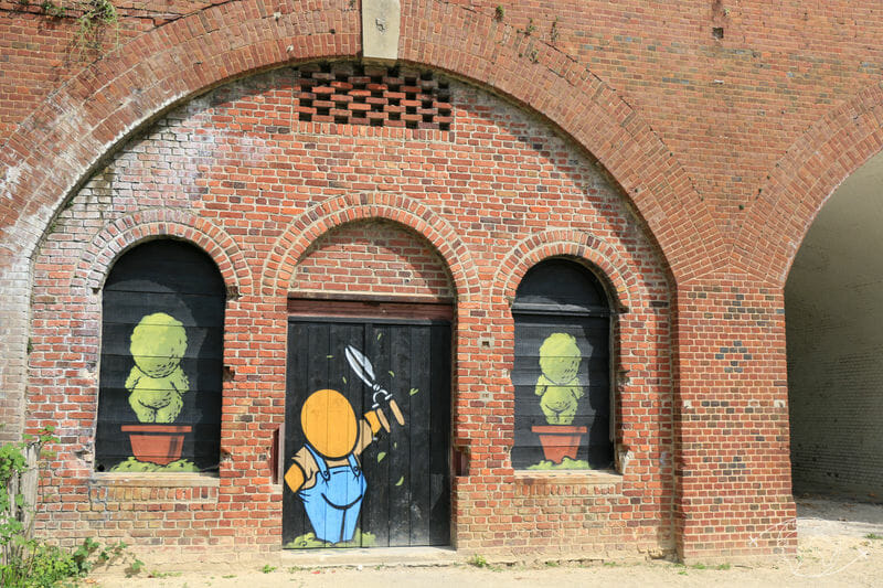 Visiter Le Havre - Gouzou made by Jace sur les bâtiments militaires des Jardins Suspendus