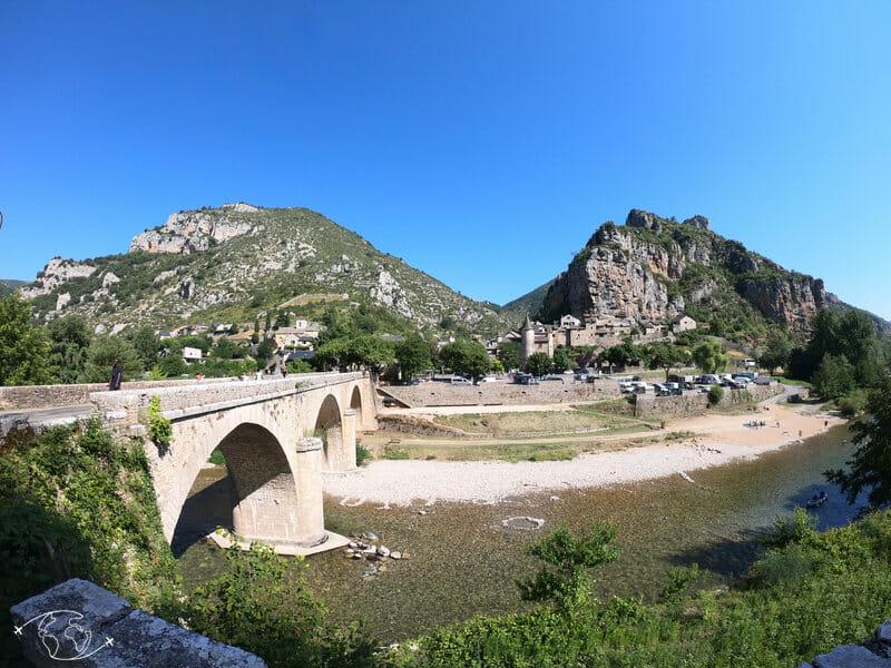 La Malène vue avant le pont sur le sentier des Gorges du Tarn