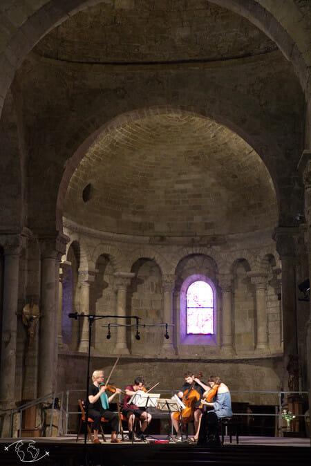 Randonnée Larzac - Dans l'église de Nant