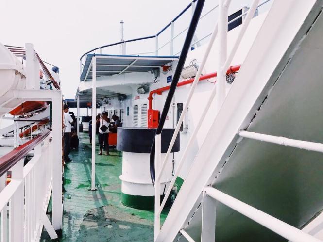 Dek Samping Kapal Ferry Eksekutif