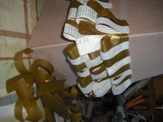 papeles reciclados a tiras