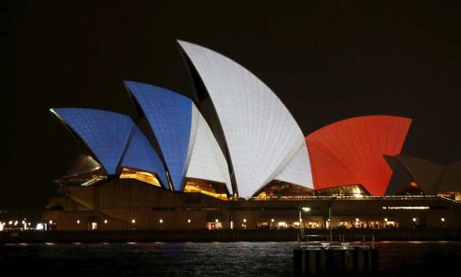 opera-house-light-up-for-france