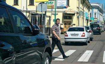 Как пропускать пешеходов на пешеходном переходе. Можно ли добиться установки зебры