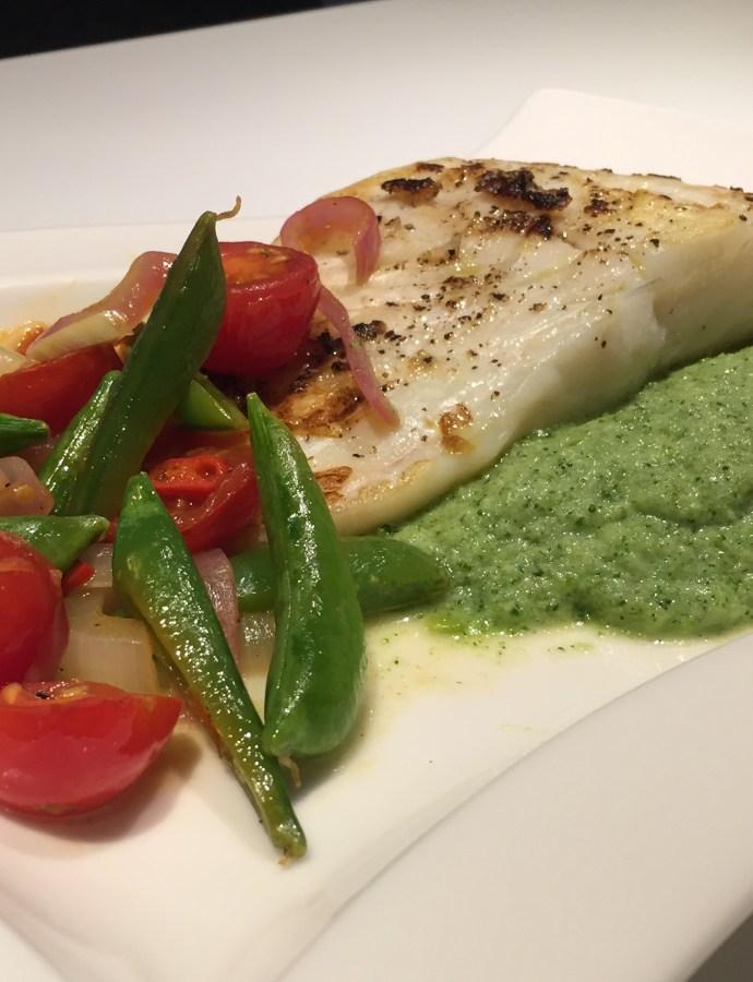 Stekt torsk med lun salat og brokkolipuré