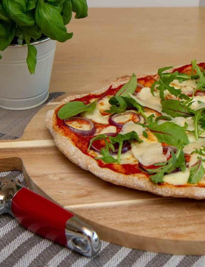 Pizza med limemarinert kylling og parmesan