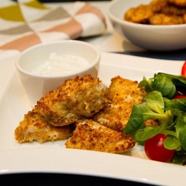 Kyllingnuggets med salat og enkel tzatziki
