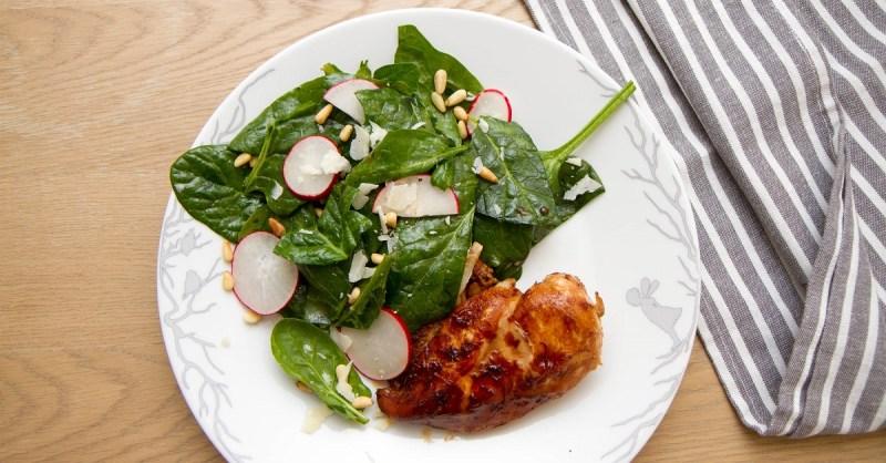 Soyamarinert kylling med spinat og parmesan