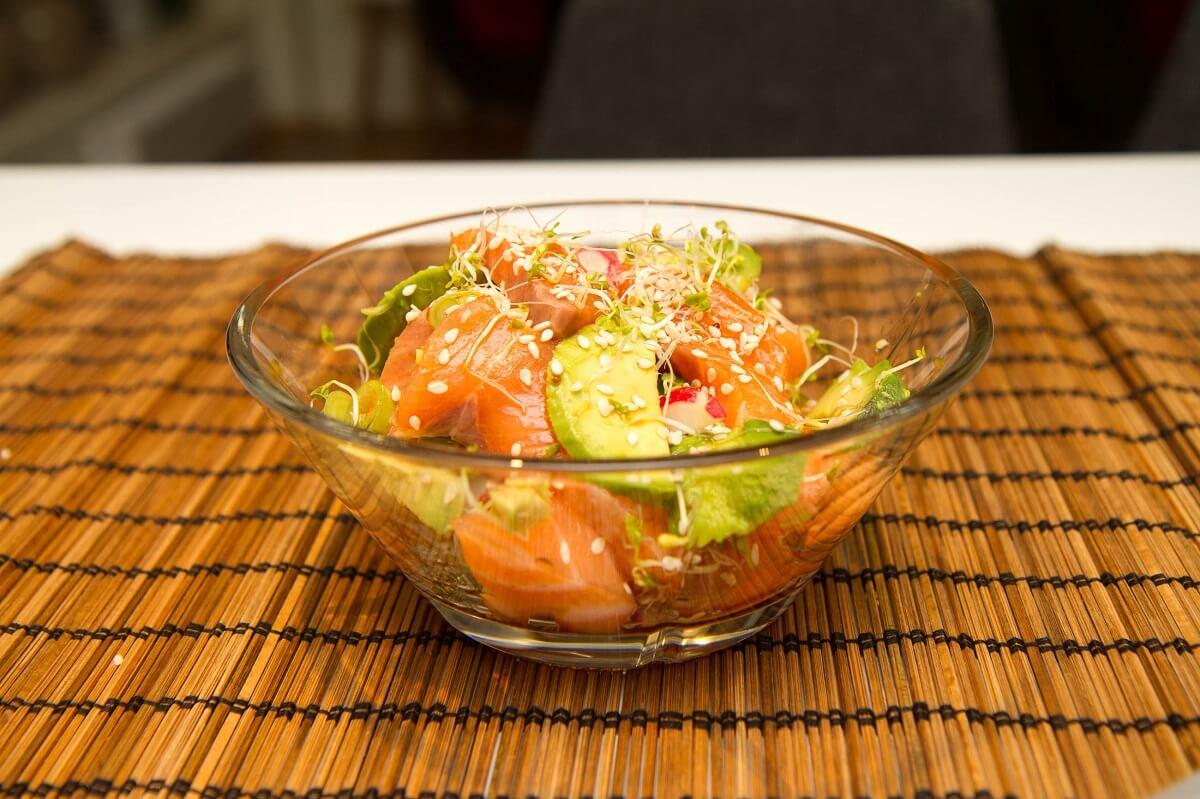 Sashimi servert i skål