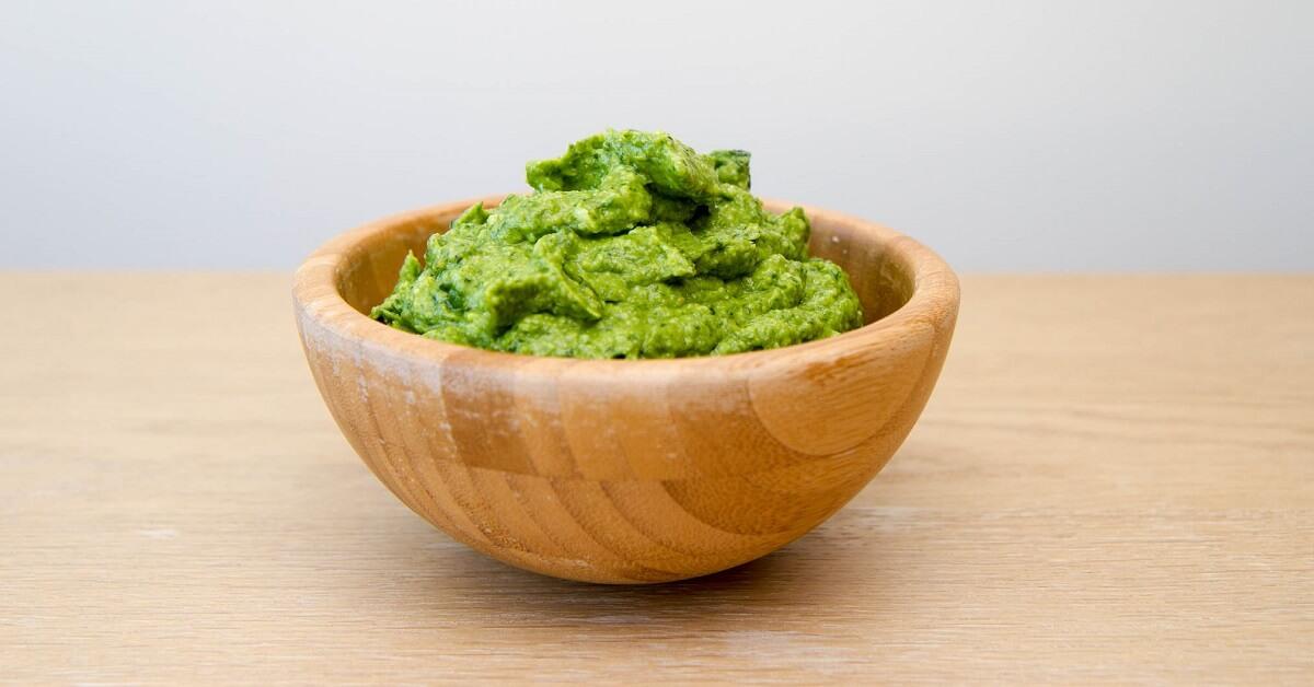 Avokadopesto - med mild smak av basilikum