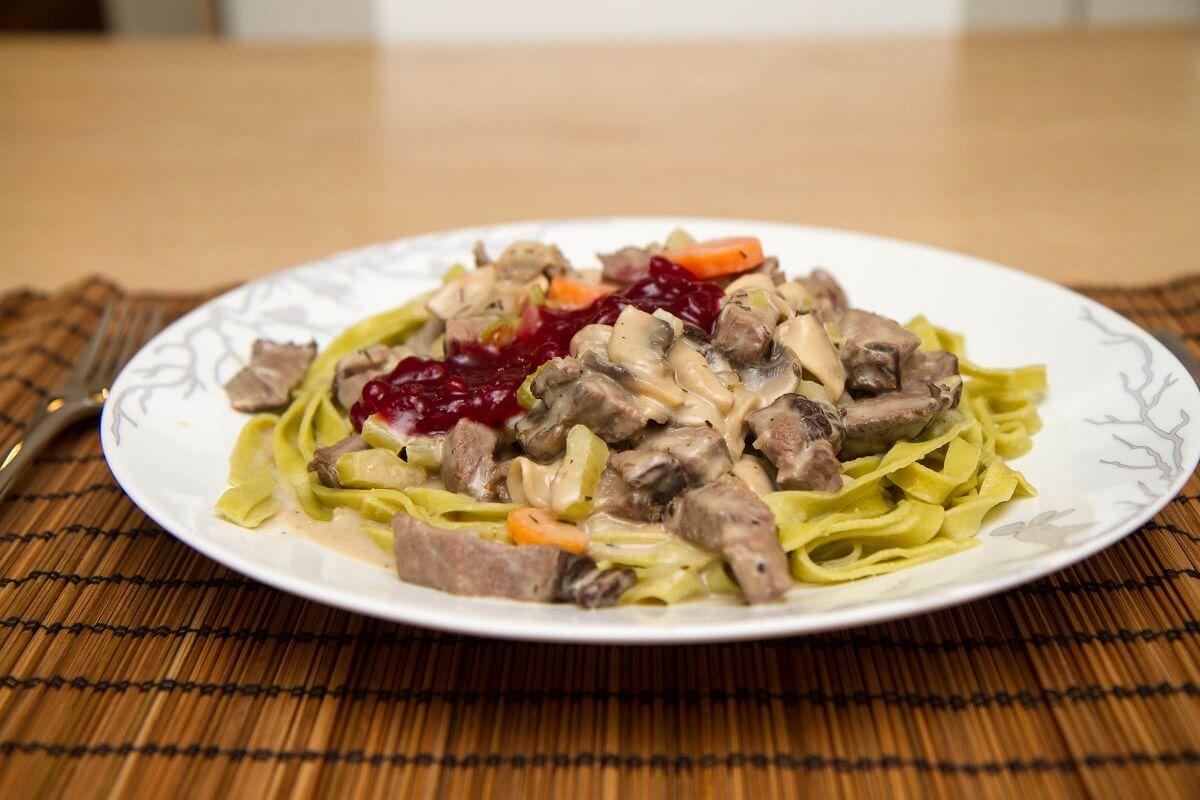 Lettvint viltgryte med pasta