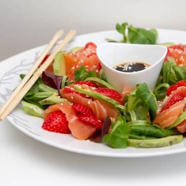 Sashimisalat med jordbær