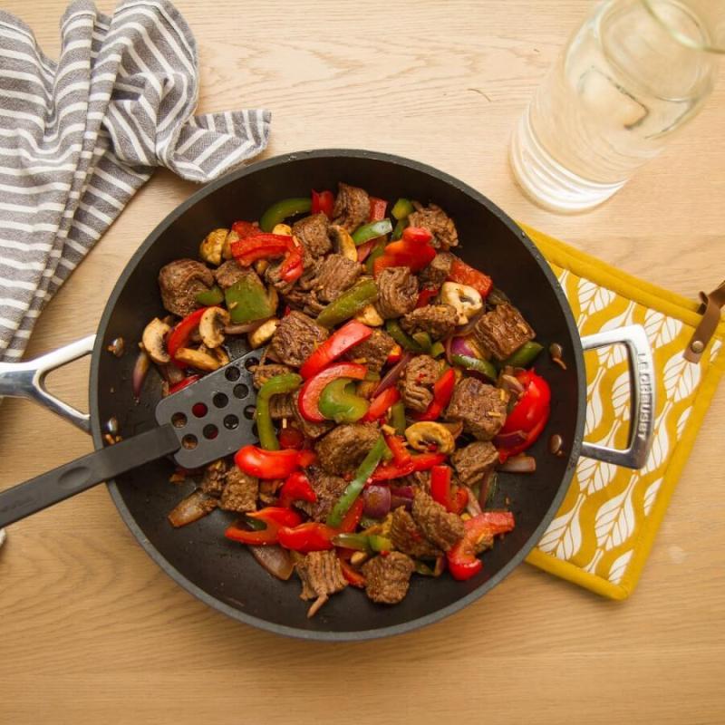 Spenstig panne med karbonadeig og paprika
