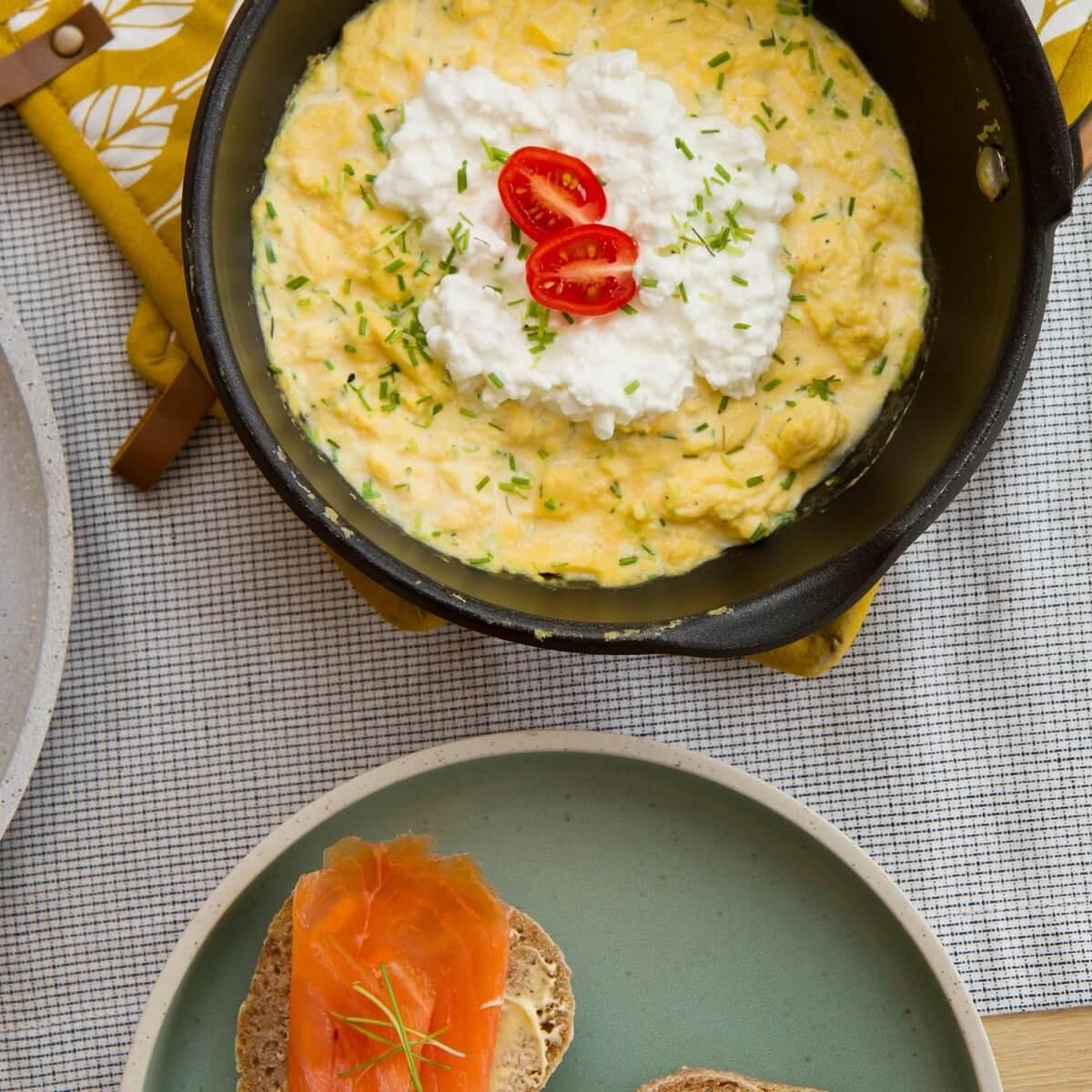 Eggerøre med cottage cheese