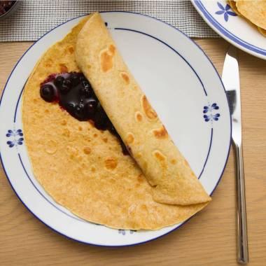 Halvgrove pannekaker med blåbær