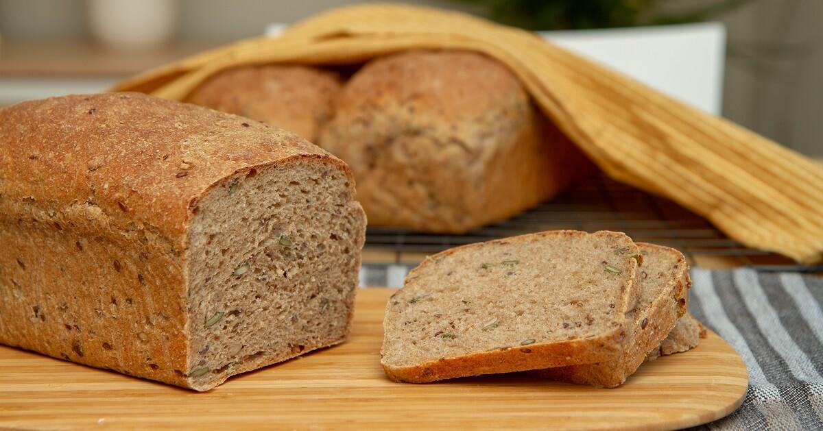 Grovt brød med havregryn og gresskarkjerner