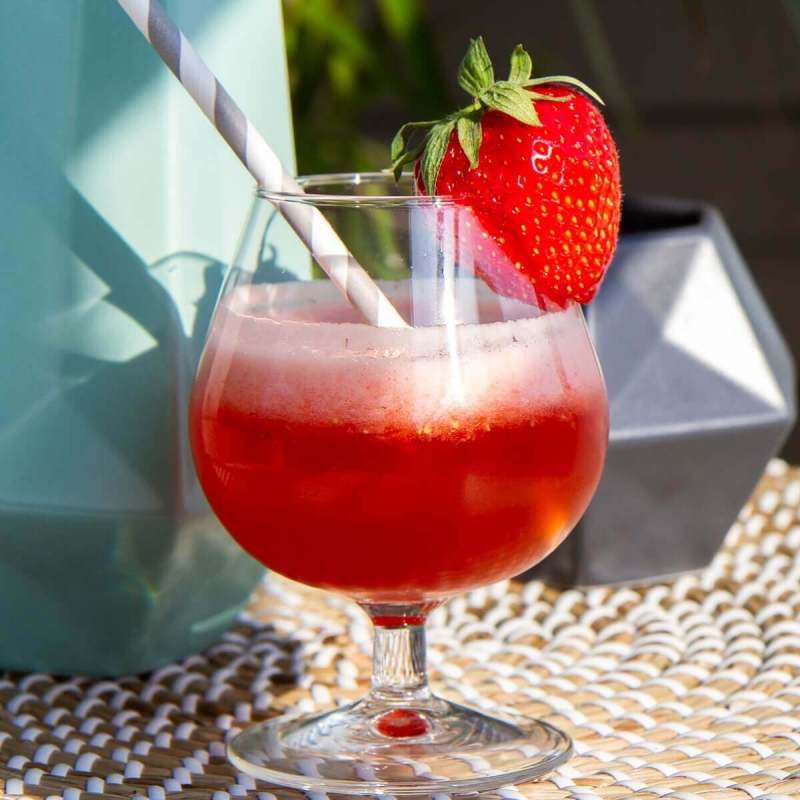 coctail med jordbær og corona