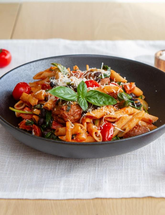 Lettvint pasta med chorizo og spanske kjøttboller