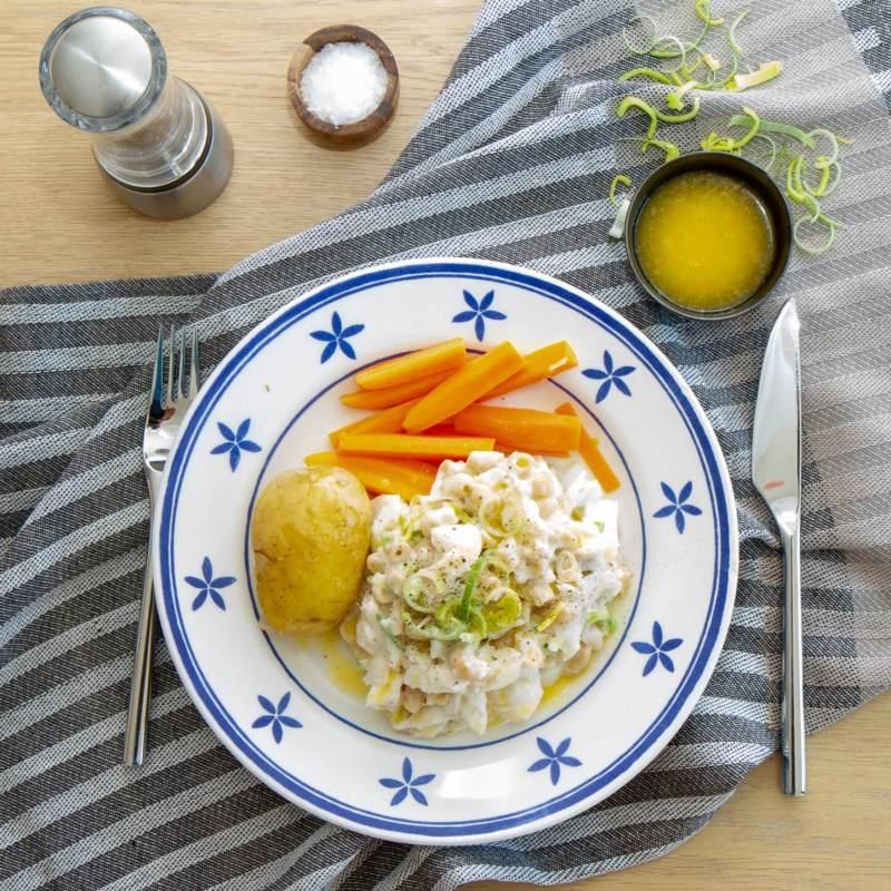 Plukkfisk servert med potet og gulrot