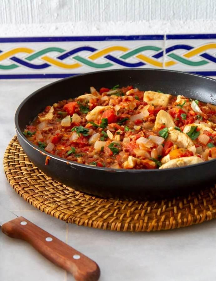 Spicy kyllinggryte med hvitløksbrød