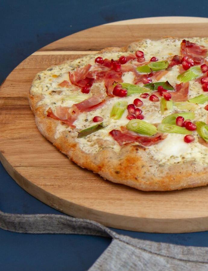 Hvit surdeigspizza med spekeskinke