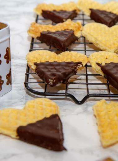 Tørre vafler med sjokoladetrekk