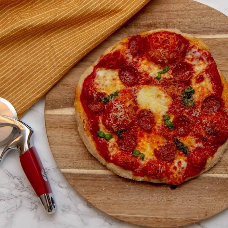 Enkel pizza med mozzarella og chorizo