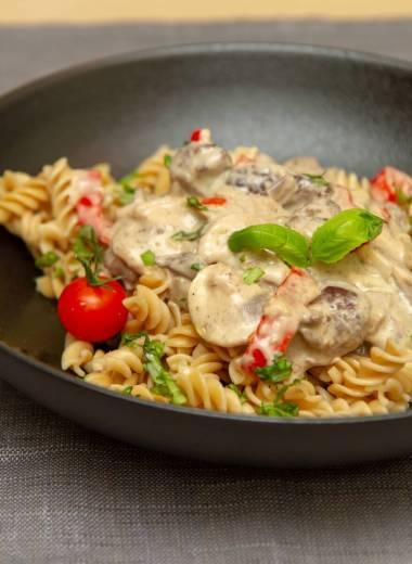 Biff og pasta i fløtesaus