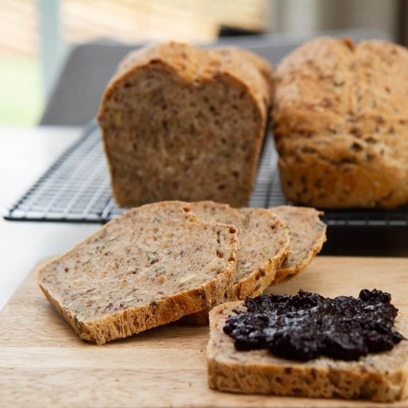Grovt brød med gresskarkjerner