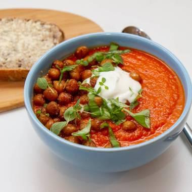 Tomatsuppe med ristede kikerter