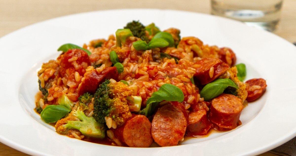 Pølsegryte med ris og brokkoli