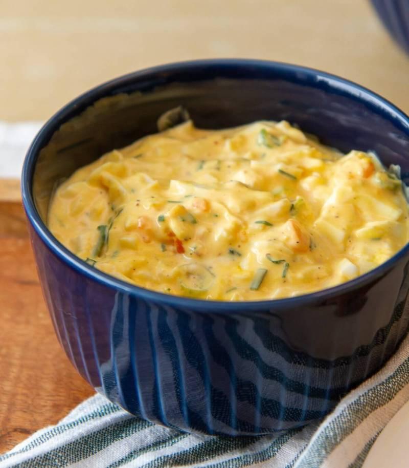 Eggesalat med vårløk