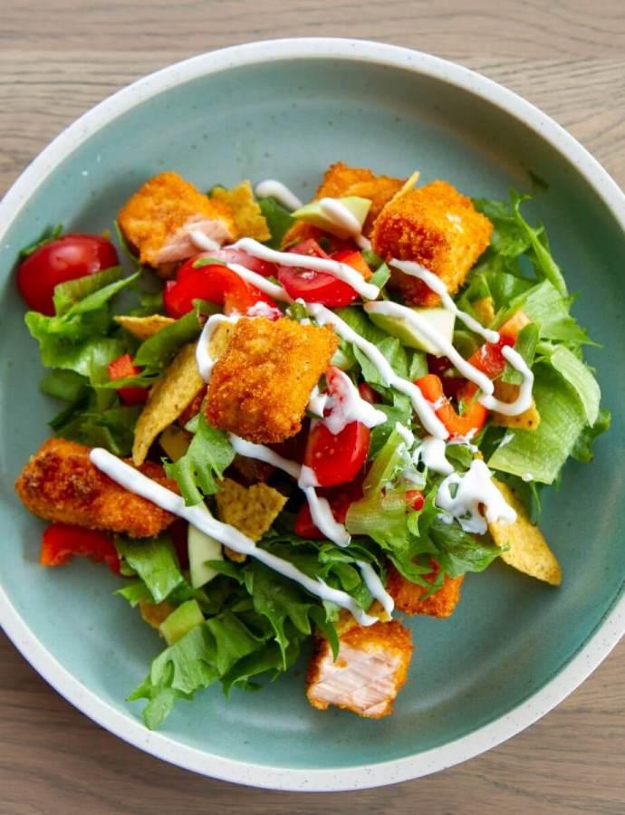 Kjapp salat med sprø laks