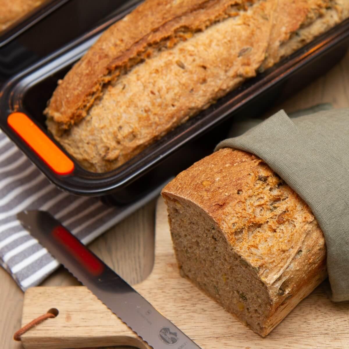 Grove brød med gresskar og solsikkefrø