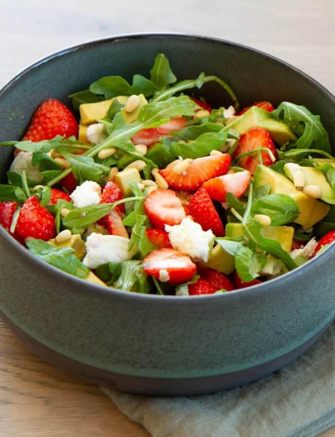 Salat med jordbær og avokado