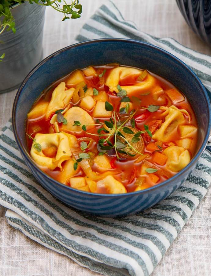 Spicy suppe med tortellini, chorizo og eple