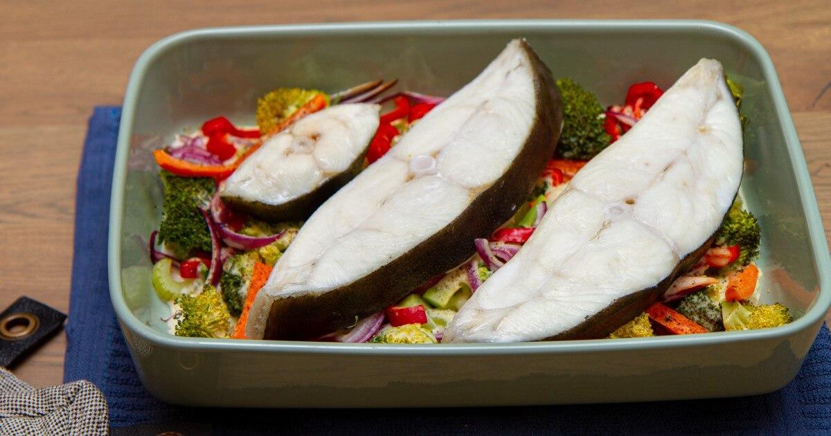 Kveite med grønnsaker og fløtesaus