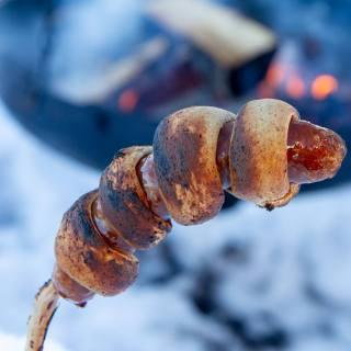 Pinnebrød med pølse
