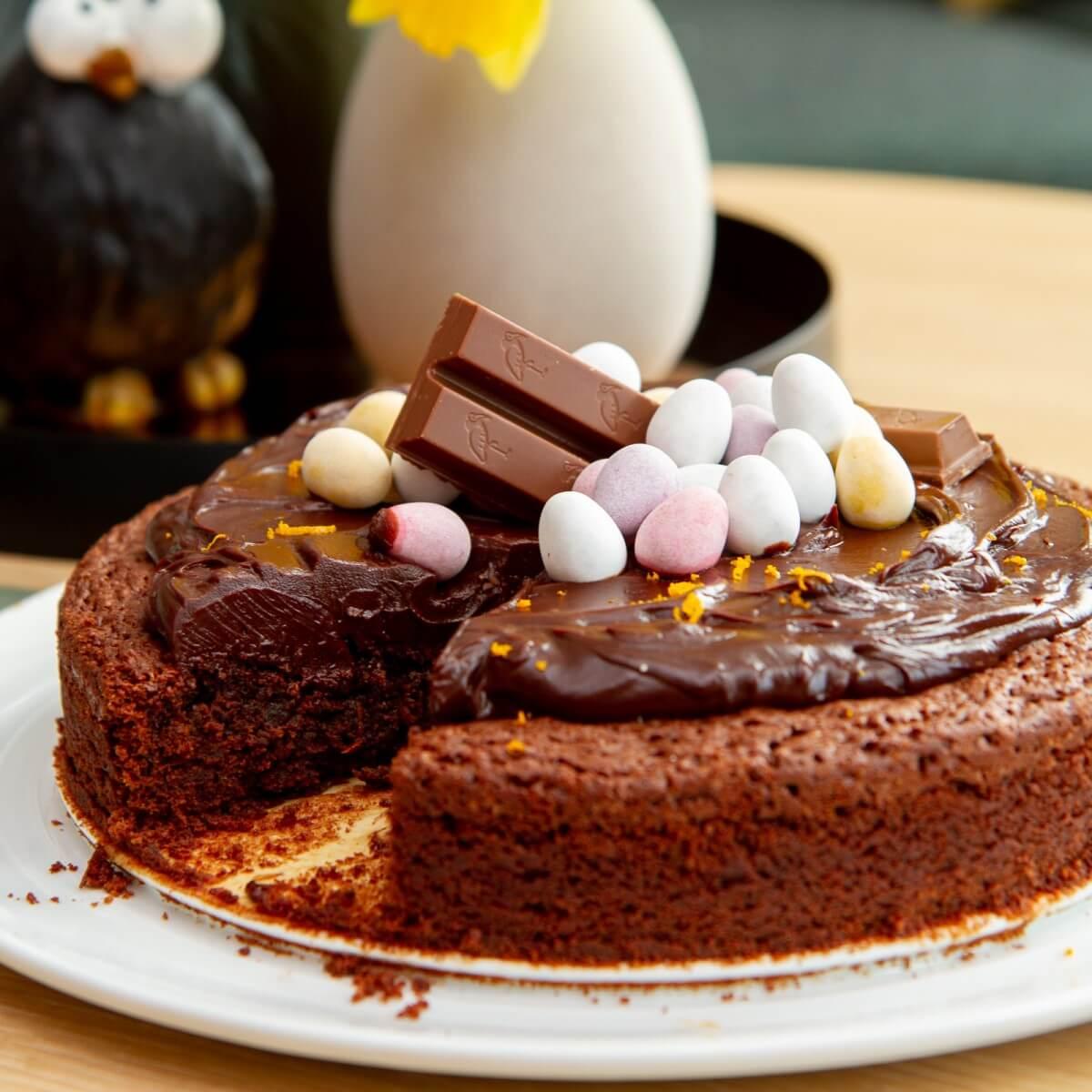 Brownie med sjokoladekrem og påskeegg